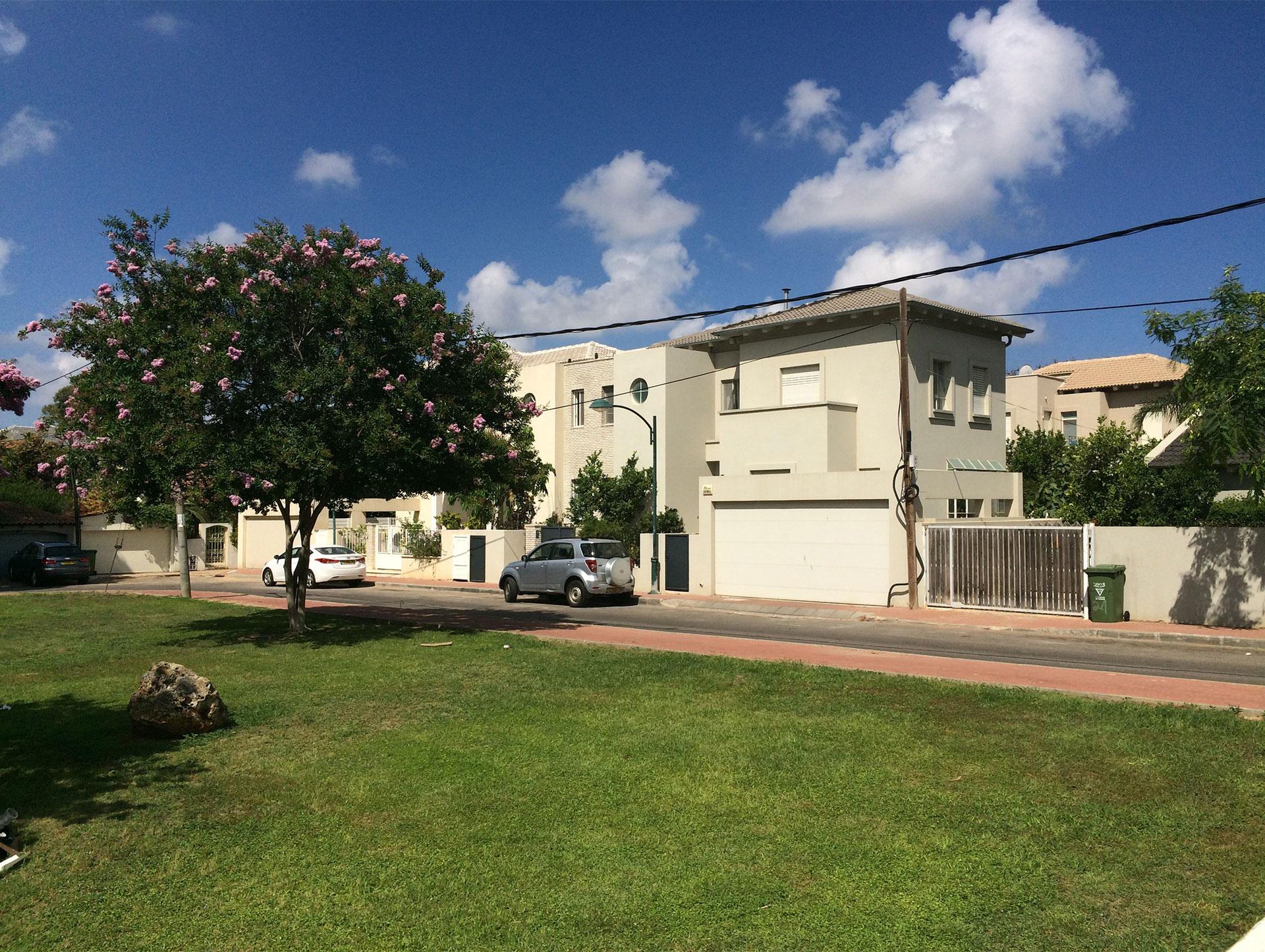 בתים למכירה באבן יהודה